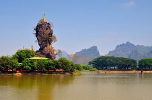 Neskutočná Kyauk Ka Lat Pagoda.