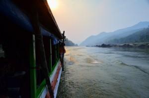 Plavba po Mekongu z Thajska do Laosu.