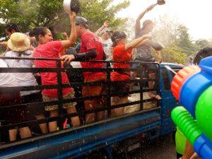 Water Festival alebo Songkran (novoročné oslavy).