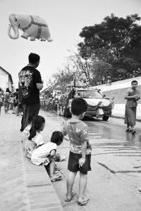 Slipy sa zarezávajú aj v Laose