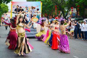 Vystúpenia v uliciach Hue