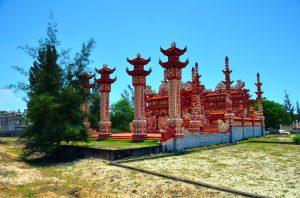 Hrobky v okolí Hue