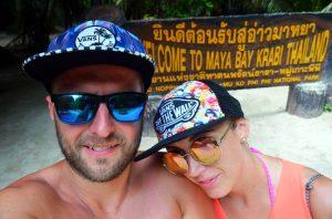 S opicou pred vstupom na Maya Bay stále plní optimizmu