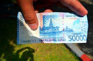 Na Bali sa peniaze z bankomatu vyberali jedna radosť.