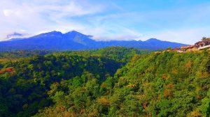 Výhľad na sopku Rinjani na ostrove Lombok.