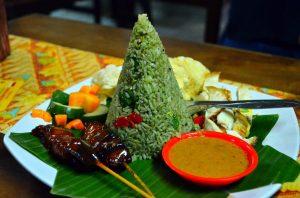 Ich typické jedlo. Ešte majú ryžu aj fialovú a žltú.