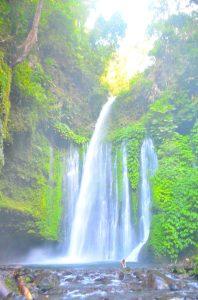 Tiu Kelep Waterfall. Lepšiu fotku sa Dimovi nepodarilo spraviť, veľmi tam striekala voda.