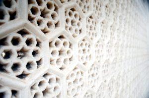 Detail mriežky z mramoru.