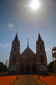 Neďaleký kostol.