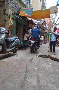 Práca snov, prepchávanie kanalizácie bambusom....