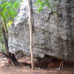 Daj mníchom opraviť padajúcu skalu...