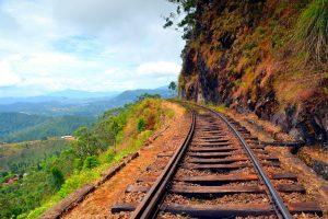 Cesta po koľajniciach späť do Haputale.
