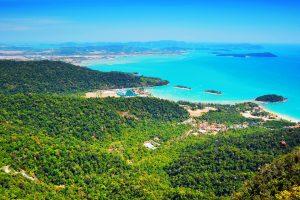 Pohľad z lanovky na ostrov Langkawi.
